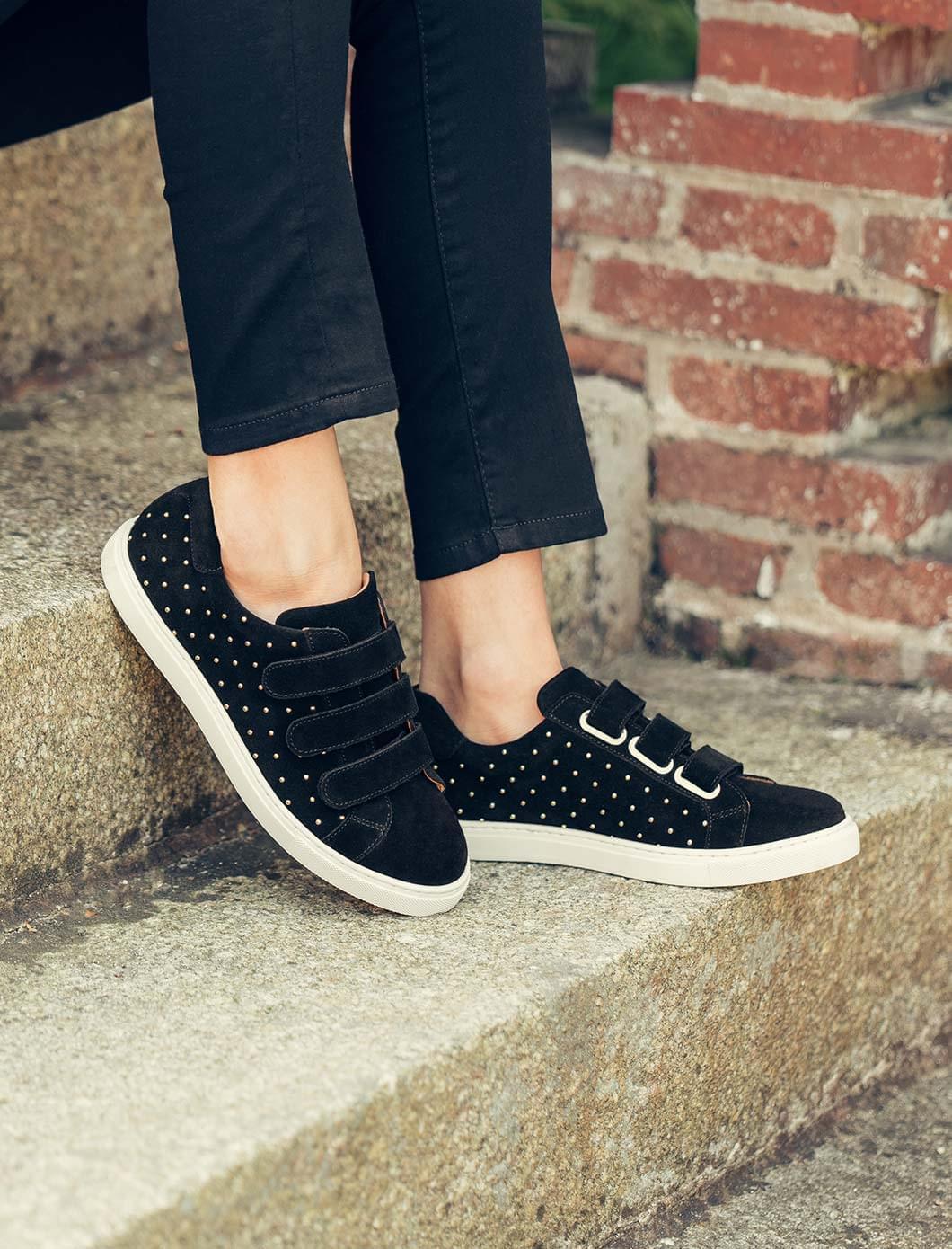 Sneakers - Noir et rivets dorés